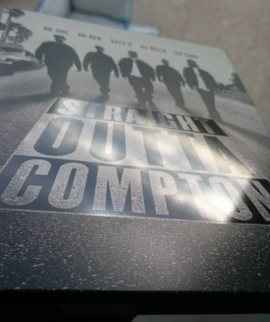 Straight-Outta-Compton-steelbook 1