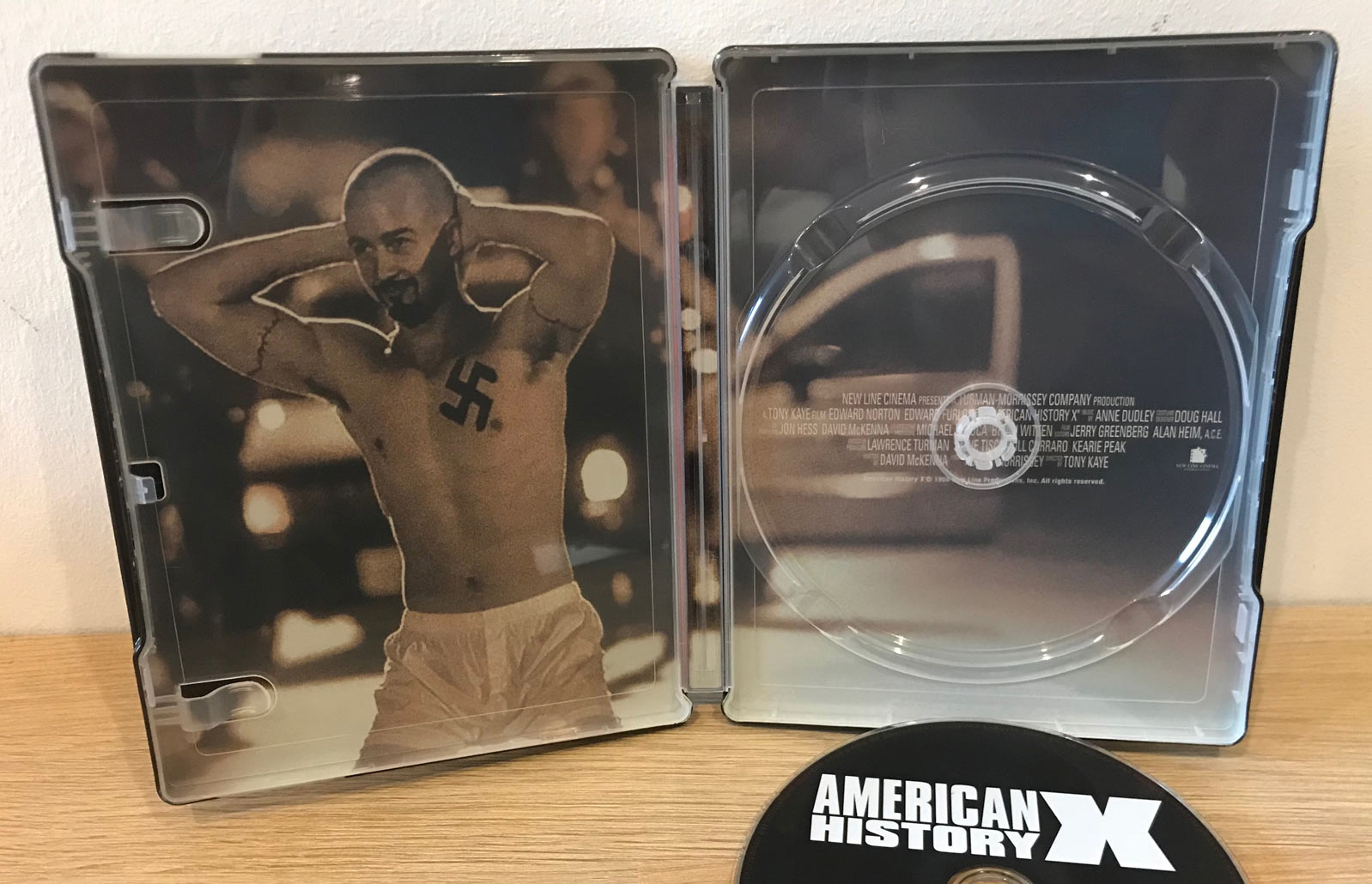 American-History-X-steelbook 2