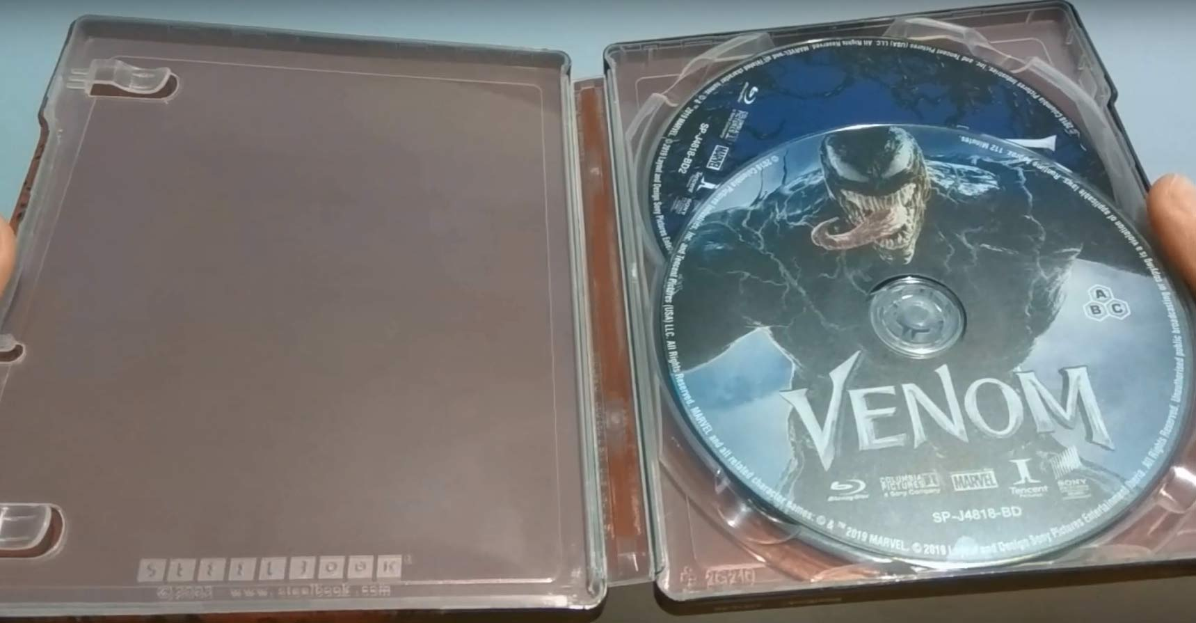 Venom-steelbook-3-1.jpg